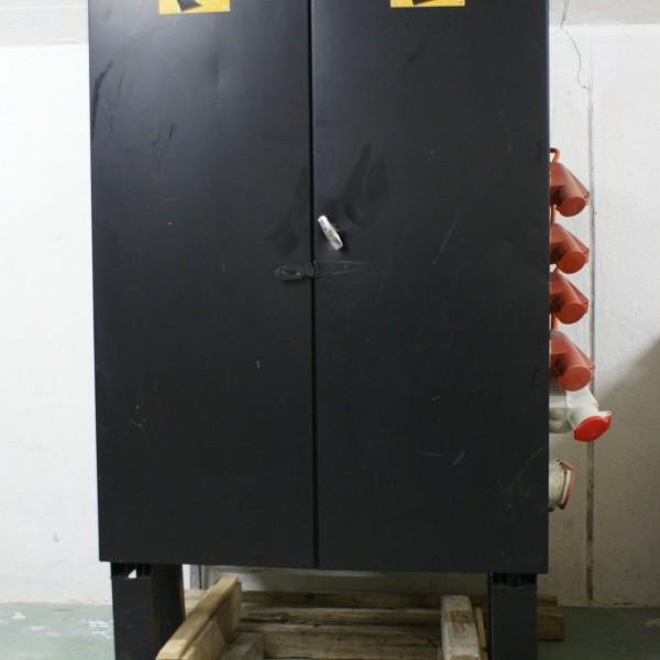 Stromverteiler mit 400 A Einspeisung Klemmen